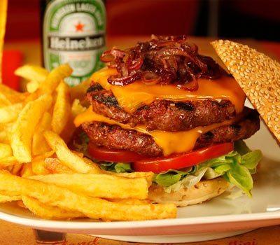 Bernie's-Diner-hamburguesa