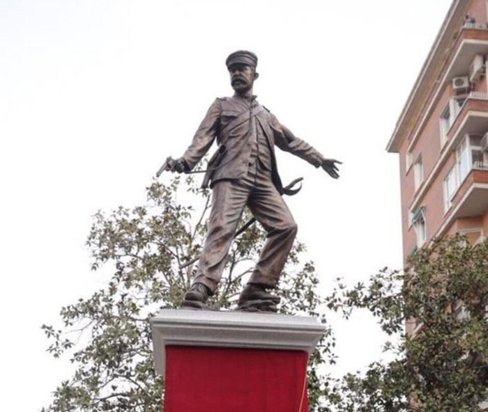 Estatua héroes Baler